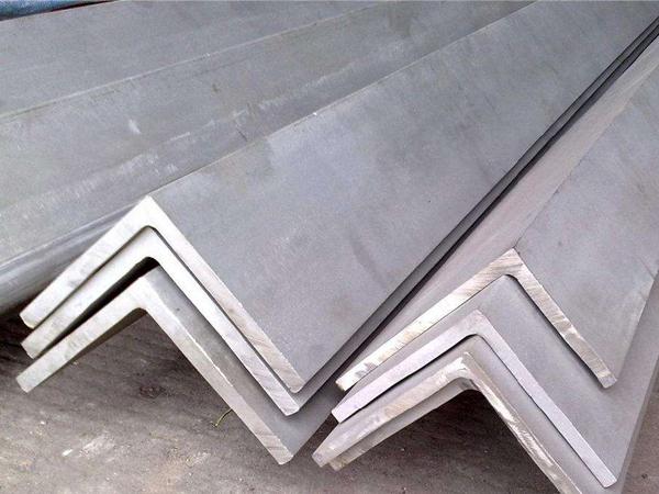 揭秘!造成热镀锌角钢表面粗糙的原因是什么?